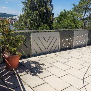 Balkongeländer aus Edelstahl mit individuell gefertigten Balkonverkleidungen - Innenansicht